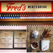 Logo de Fred's Meat & Bread